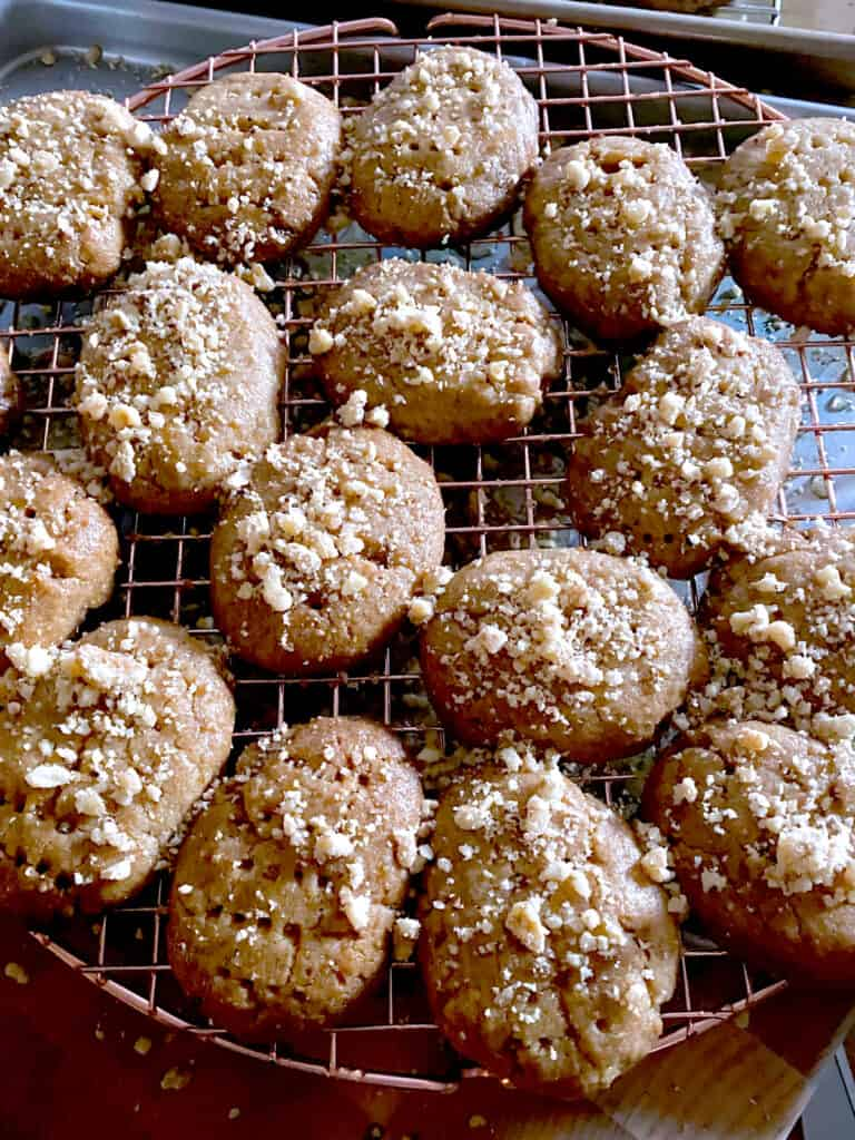 Honey cookies on a wire rack.
