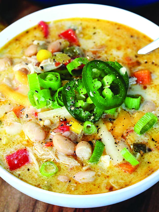 A bowl with chicken chili.